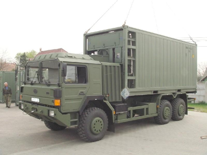 Katonai konténeres hűtőkocsi